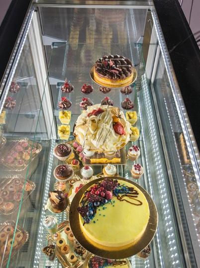 KP12Q2M - Beépíthető süteményes vitrin