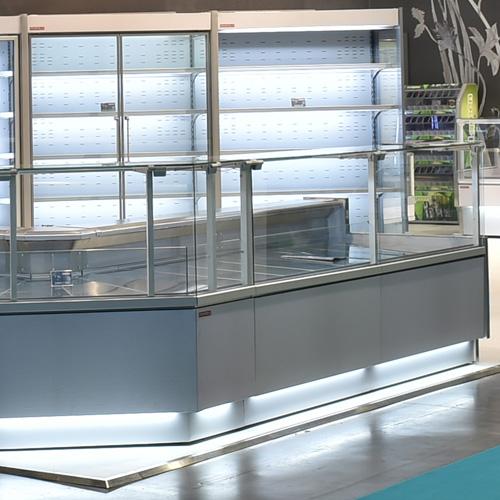ZARA2 100 - Egyenes üvegű csemegepult telepített aggregáttal és ventilációs hűtéssel